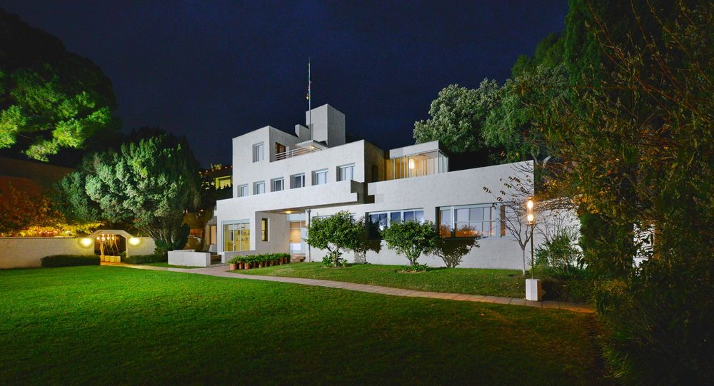 Nautile-Villa-Noailles-Design-hyeres-tourisme-Location-Vacances-Hyeres-compressor